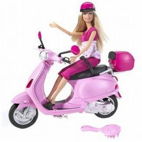 Barbie op de scooter
