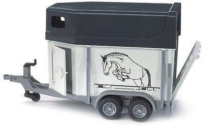 2028 Bruder paardentrailer met 1 paard