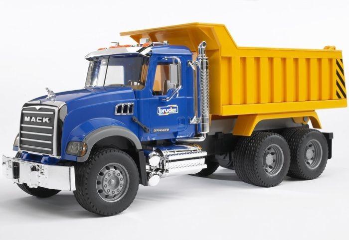 2815 Bruder Vrachtwagen Mack met kiepbak