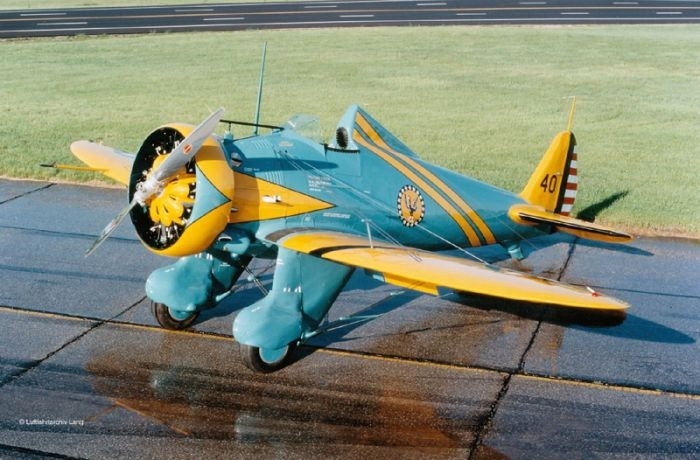 03990 Revell P-26A Peashooter